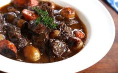 Thank you to Easy Off for sponsoring this post. Beef Bourguignon is simply incredible and just when you thought the flavor couldn't get it any better. We're giving the classic beef bourguignon a Beef Bourguignonne, Bourguignon Recipe, Toblerone Mousse, Stuffed Mushrooms, Stuffed Peppers, Moussaka, Slow Cooker Beef, Beef Recipes, Stew