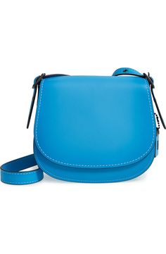 Obsessing over this gorgeous blue leather handbag! Such a fun, statement-worthy piece.