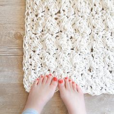 Use rope to crochet a spa worthy bath rug! Free pattern!