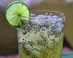would make a great pre-workout drink! Mexican chia seed drink is especially popular during Mexico's hot spring season. The seeds absorb and hold liquids, thereby helping to prevent dehydration, and the drink is delicious as well as nutrit Healthy Drinks, Healthy Snacks, Healthy Recipes, Healthy Eats, Refreshing Drinks, Summer Drinks, Juice Smoothie, Smoothies, Healthy Life