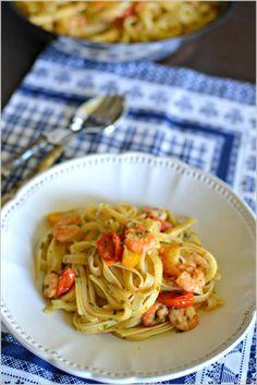 Fettuccine com camarão e tomate - http://gostinhos.com/fettuccine-com-camarao-e-tomate/