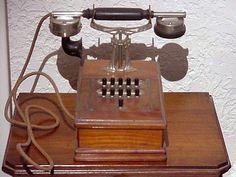 Téléphone ancien mobile Berliner 1920 Telephone Song, Vintage Telephone, Radios, Antique Phone, Retro Phone, Vintage Phones, Antique Collectors, Mobiles, Old Phone
