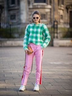 The best of street style from London Fashion Week 2019 Runway Fashion, Trendy Fashion, London Fashion, Fashion Trends, Fashion Lookbook, Fashion Bloggers, Fashion Fashion, Street Fashion, Womens Fashion