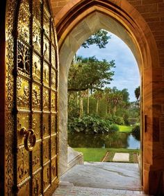 Central Florida has more to boast than Disney World. Discover a serene garden sanctuary almost forgotten.