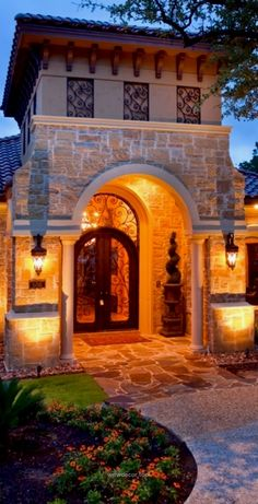 Tuscan design – Mediterranean Home Decor Mediterranean Homes Exterior, Mediterranean House Plans, Mediterranean Architecture, Mediterranean Decor, Exterior Homes, Tuscan Style Homes, Spanish Style Homes, Tuscan House, Backyard Lighting