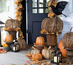 It is already October. Once again, it is time for start to preparing for the Halloween party. I think a priority has to be the front porch decorating. So we've gathered some fun ideas for Halloween porch decor in lots… Continue Reading → Halloween Porch Decorations, Harvest Decorations, Halloween Pumpkins, Fall Halloween, Outdoor Halloween, Halloween Ideas, Pumpkin Decorations, Scary Halloween, Outdoor Decorations