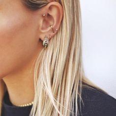 Large Gold Circle Drop Earrings - Big Hoop Earrings/ Sparkly Hoops/ Geometric Earrings/ Elegant Hoops/ Circle Earrings/ Gifts for Her - Fine Jewelry Ideas Piercings bellybutton nariz oreja Smiley Piercing, Piercing Eyebrow, Cute Ear Piercings, Tattoo Und Piercing, Double Ear Piercings, Mouth Piercings, Snug Piercing, Bellybutton Piercings, Piercings Rook