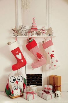 Casinha colorida: Papai Noel está chegando... É hora de penduras nossas meias