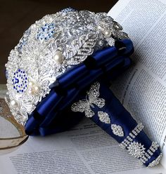 The brooch bouquet is being seen in every kind of wedding from Vintage to backyard. Description from idowedbysheri.com. I searched for this on bing.com/images