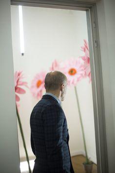 Δημιουργίες με χάρτινα λουλούδια για χώρο φωτογράφισης σε event της Benetton. Δείτε περισσότερα έργα μας στο http://www.artease.gr/interior-design/emporikoi-xoroi/