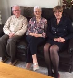 Burgemeester H. van Rijnbach feliciteerde op 24 november het echtpaar Van Oosterhout - Van Sundert met het 60-jarig huwelijk.