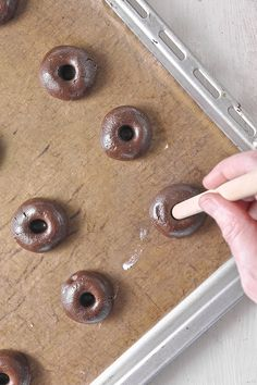 Μπισκότα με nutella (με 3 υλικά) / 3-Ingredient Nutella thumbprint cookies My Recipes, Sweet Recipes, Cookie Recipes, Dessert Recipes, Cakepops, Starbucks Banana Bread, Thumbprint Cookies, Cupcakes, Nutella