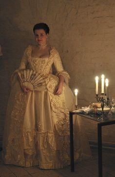 lovely cream robe francaise