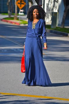 would love this dress - simple, chic and comfortable Parker Pleated Maxi Dress (Via Style Pantry) Modest Fashion, Love Fashion, Womens Fashion, Moda Afro, Pleated Maxi, Mode Outfits, Mode Style, Her Style, Dress To Impress
