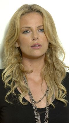 Charlize Theron, recipient of numerous accolades such as an academy award, and other various things, an American, and South African actress and producer. Charlize Theron, Beautiful Actresses, Gorgeous Women, Her Hair, Stylists, Celebs, Beauty, Wallpaper Wallpapers, Baby Bangs