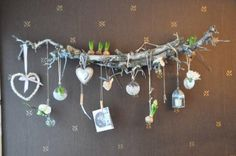 This is basically two branches, tied together with sisal and mounted on the wall. Hang trinkets on the branches using clips and sisal. The original crafter, who is Dutch, spray painted her branches white. Here is a translation of her original post: http://translate.google.com/translate?u=http%3A%2F%2Fbrabbelsenkiekjes.blogspot.com%2F2011%2F01%2Fbeetje-van-mezelf-en-een-beetje-van.html&sl=&tl=en