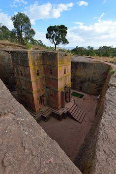 The rock-hewn church of St. George inLalibela/ Ethiopia (byDarkB4Dawn).