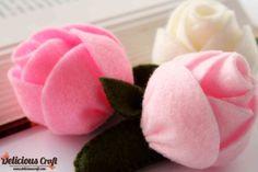 http://deliciouscraft.com/2013/02/sweet-felt-rose-headpin-and-brooch/#