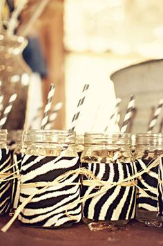 with empty spaghetti jars and add either tela de zebra o cual quier animal y lo amarras con eso y le pongo planta o flores de papel o lo que sea