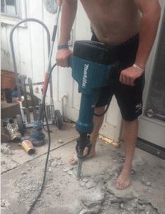 This Guy Using a Jackhammer Ba is listed (or ranked) 28 on the list 43 MORE Things That Seem Horribly Unsafe Safety Fail, Construction Fails, Engineering Humor, Electrical Safety, Workplace Safety, Big Rig Trucks, Safety First, Gifts For Teens, Darwin
