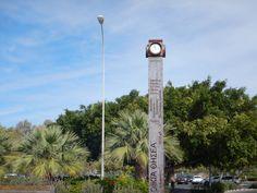 Deze mooie klok vindt je bij de haven van Paphos