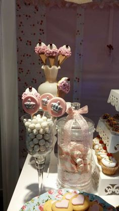 Cupcake´s Candy Bar Birthday Party Ideas | Photo 1 of 16 | Catch My Party