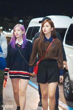 Dahyun & Mina Twice 180927 Gimpo Airport to Japan Nayeon, South Korean Girls, Korean Girl Groups, Chou Tzu Yu, Twice Dahyun, Airport Style, Airport Fashion, Dance The Night Away, Juni