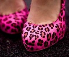 ..leopard print shoes..ummm loveee! Animal prints make me happy :)))))