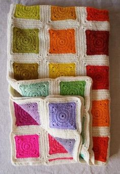 Now this is a granny square that I can get into! Whit's Knits: Bear's Rainbow Blanket - Knitting Crochet Sewing Crafts Patterns and Ideas! - the purl bee Crochet Diy, Plaid Au Crochet, Crochet Home, Crochet Crafts, Crochet Projects, Sewing Crafts, Modern Crochet, Point Granny Au Crochet, Crochet Squares