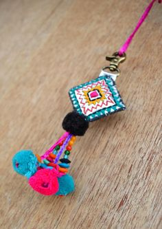 """Borla multicolor, hecho a mano, encanto de bolso boho, tribal, bohemio, marroquí tamaño 5"""" o 12,5 cms"""