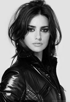 Penelope Cruz in black leather jacket for Amazon Kindle DX