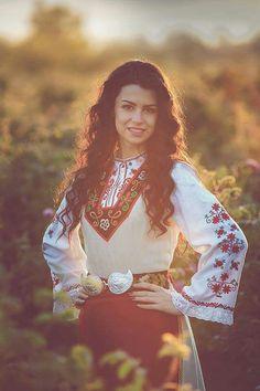 Middle East Culture, Ethno Style, European Girls, Folk Fashion, Folk Costume, Traditional Dresses, Pageant, Pretty Woman, Beauty Women