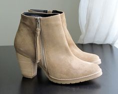Find images and videos about fashion, shoes and boots on We Heart It - the app to get lost in what you love. Suede Ankle Boots, Bootie Boots, Cute Shoes, Me Too Shoes, Women's Pumps, Shoes Heels, Fashion Shoes, Fall Fashion, Footwear