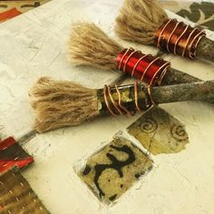 Gorgeous handmade paintbrushes by David Hayes l am in love with them, especially the brassy green one. Dream Painting, Handmade Paint, Organic Art, Pottery Tools, Mark Making, Art Plastique, Drawing Tools, Textile Patterns, Art Sketchbook