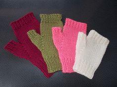 Marianna's Lazy Daisy Days: Easy Fingerless Mitts – with Thumbs - handschuhe sitricken Crochet Fingerless Gloves Free Pattern, Knitted Mittens Pattern, Fingerless Gloves Knitted, Christmas Knitting Patterns, Easy Knitting Patterns, Loom Knitting, Free Knitting, Baby Knitting, Ganchillo