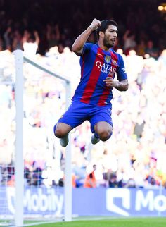 Luis Suarez of FC Barcelona celebrates  after scoring his team's third goal during the La Liga match between FC Barcelona and RC Deportivo La Coruna at Camp Nou stadium on October 15, 2016 in Barcelona, Catalonia.