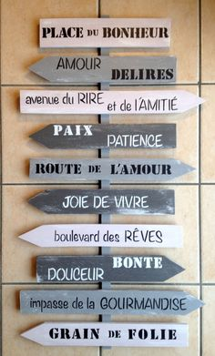 grand panneau de direction personnalisable en bois de palette esprit shabby : D. Shabby, Directional Signs, Beach Signs, Wooden Art, Wooden Pallets, Wood Signs, Wood Projects, Sweet Home, Art Deco