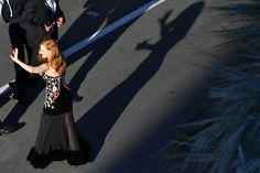 US actress and member of the Feature Film jury Jessica Chastain waves as she arrives on May 17, 2017 for the screening of the film 'Ismael's Ghosts' (Les Fantomes d'Ismael) during the opening ceremony of the 70th edition of the Cannes Film Festival in Cannes, southern France.  / AFP PHOTO / LOIC VENANCE