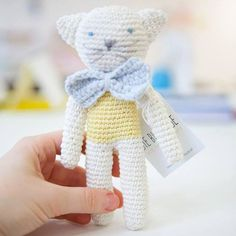 An einem so schönen Märztag wie heute kuschelt man am besten mit einem von Hand gehäkelten Miezekätzchen! #die_buntique #diebuntique #buntique #katze #cat #plush #Kuscheltier #handmade #madeinvienna #vonhandmitherz  #Kinder #shoplocal #kirchengasse26 #vienna Teddy Bear, Photo And Video, Toys, Instagram Posts, Crafts, Animals, Hand Crochet, Cuddling, Cats
