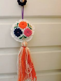 borlas | bordado mexicano Cushion Embroidery, Kurti Embroidery Design, Hand Embroidery Designs, Embroidery Stitches, Diy Projects To Try, Crochet Projects, Diy And Crafts, Arts And Crafts, Diy Y Manualidades