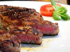 I'm not much of a meat-cooker and yet I've learned the importance of a good steak marinade recipe. I combined recipes and the marinade was excellent. Steak Marinade Best, Best Steak, Balsamic Marinade, Dieta Atkins, Atkins Diet, Janta Low Carb, Cheap Meat, Carne Asada, Le Diner