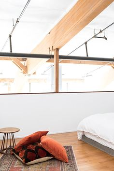 bohemian throw pillows in loft bedroom. Living Room Designs, Living Spaces, Rustic Room, Interior Decorating, Interior Design, Modern Bedroom, Master Bedroom, Home Decor Inspiration, Decor Ideas