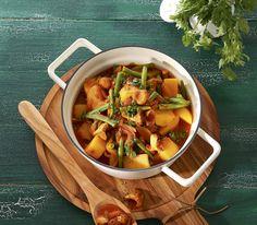 Kartoffeln sind nicht heikel in der Auswahl ihrer Koch-Genossen. Deshalb machen sie sich ausgezeichnet in einem bunten Eintopf.