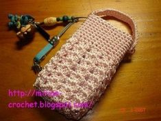 Crochetpedia: Lots of Crochet Purse Patterns and mobile purse patterns! Crochet Phone Case Pattern Free, Crochet Phone Cover, Crochet Case, Crochet Purse Patterns, Crochet Shell Stitch, Crochet Purses, Diy Crochet, Pochette Portable, Pochette Rose