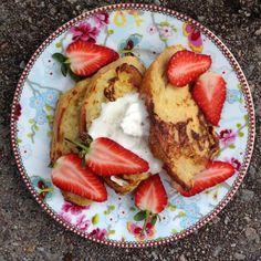 Köyhät ritarit mansikoiden kera // French Toast with Strawberries Food & Style Pipsa Airaksinen, Terveen hyvää Photo Pipsa Airaksinen www.maku.fi