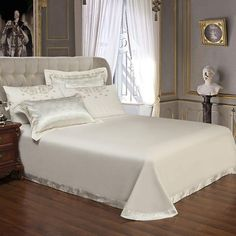 Sliver Golden Luxury Satin Jacquard Bedding Sets Embroidery Bed Set Do – T A Y Online Store King Size Duvet Covers, King Bedding Sets, Comforter Cover, Luxury Bedding Sets, Duvet Cover Sets, Modern Bedding, Queen Bedding, Bed Sheet Sets, Bed Sheets