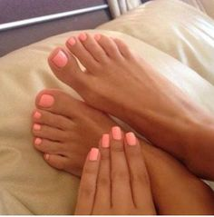 Coral nails with a tan