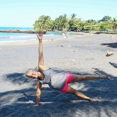 #blogged: #coretraining brings stability and protections for your body. Find some exercises on my blog trainerella.com amd try it  #fitnessblogger #personaltrainer #inspireothers #instafit #fifam