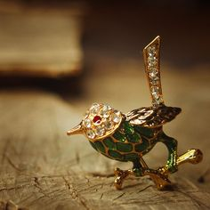 Green sparrow brooch pin antique styled vintage by Craft365.com ~ US$11.90