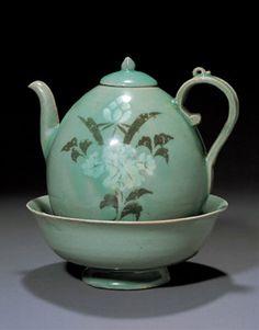 Celadon Ewer| Goryeo, 12th Century, Clay | Height. 18.2 cm (total) | Treasure No.1420 | Leeum Samsung Museum of Art